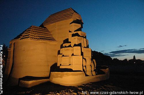 atrakcje nad morzem rzezby z piasku