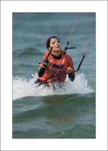 Kitesurfing nad morzem zdjęcia