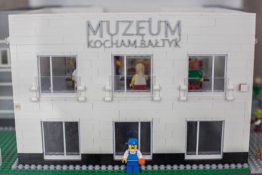 Budynek Muzeum Kocham Bałtyk z klocków
