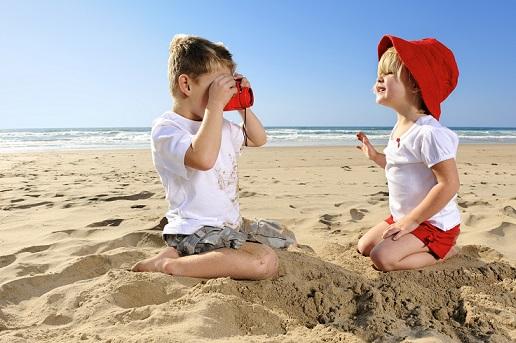 Zabawy dzieci na plaży