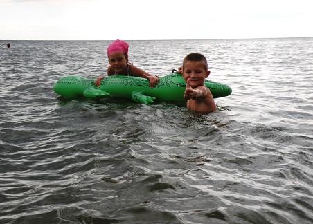 www.czasnadmorze.pl krokodyle 902-Bałtyk-jest-ok-Rewal-wakacje-z-dzieckiem