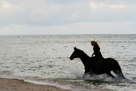 www.czasnadmorze.pl -wolność-we-włosach-Karwia-kocham-Bałtyk